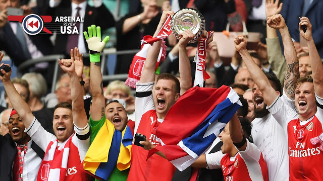 Arsenal Lift FA Cup Trophy